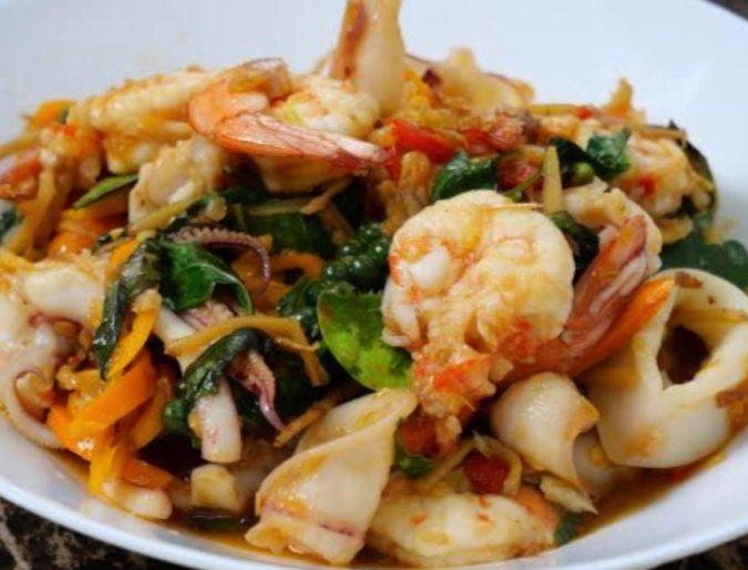 ผัดฉ่าทะเล パッチャータレー 海鮮辛味妙め Stir-Fried Spicy Seafood