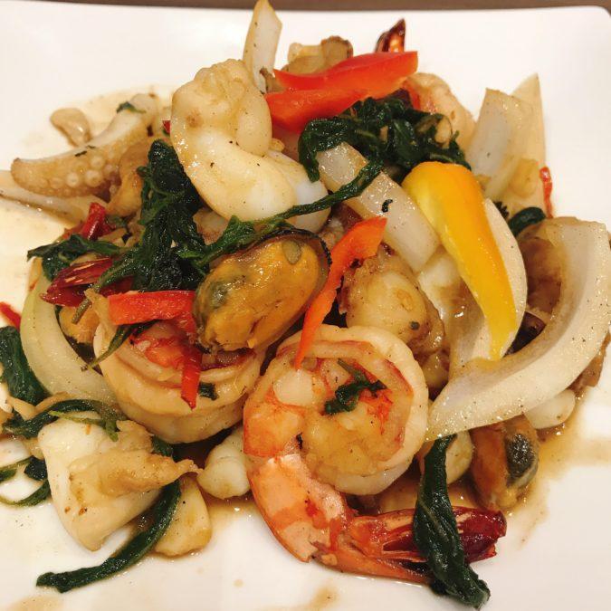 ผัดกระเพราทะเล|パッガバオタレー|バジル妙めシーフード|Stir-fried spicy seafood and basil