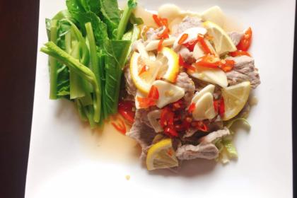 หมูมะนาว|ムーマーナウ|豚肉のレモンソースかけ|Steamed Pork in Lemon Juice Spicy Salad