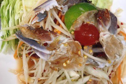 ตำปูม้า ソムタムプーマー ウタリガニ入り青ババイヤのサラダ Thai spicy crab papaya salad