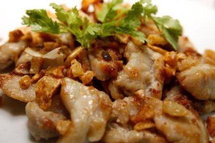 หมูทอดกระเทียม ムートート・カテァム 豚肉の揚げ物ニンニク風味 FRIED PORK WITH GARLIC