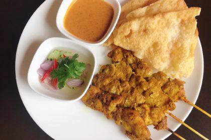 หมูสะเต๊ะ+โรตี|サテ(4本)・ロティ(生地)|カレー粉とココナッツミルクに漬けた豚肉の串焼き|Thai pork Satay