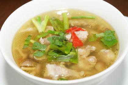 ต้มแซ่บหมู トムセープムー 豚肉のスパイシーなスープ Thai spicy soup with pork