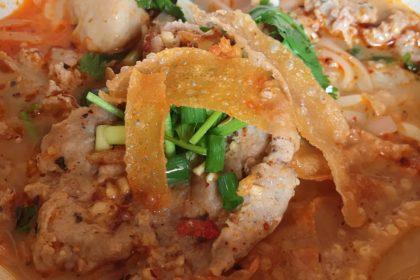 ก๋วยเตี๋ยวต้มยำหมูเด้ง クィッティアオトムヤム・ムーデン 豚肉とトムヤムスープビーフン Thai Noodle Tomyam soup with pork