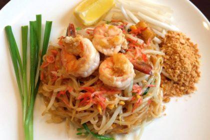 ผัดไทย(หมู/กุ้ง) パッタイ タイ式焼きビーフジ Thai fried rice noodle