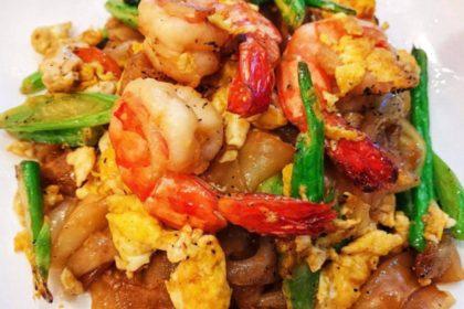 ผัดซีอิ๊ว パッシーイウ 太麺の醤油妙めビーフン Thai fried soy sauce noodle