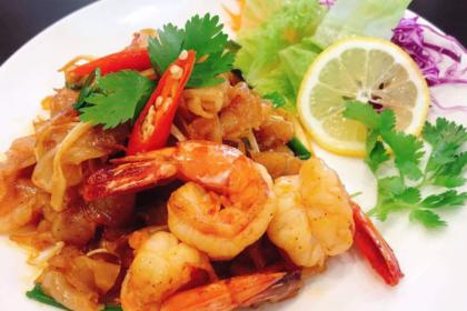 เส้นใหญ่ผัดต้มยำกุ้ง センヤイ・バットムヤムクン 海老入りトムヤムシース妙め太ビーフン Stir-fried noodle and Shrimp with Tomyam sauce