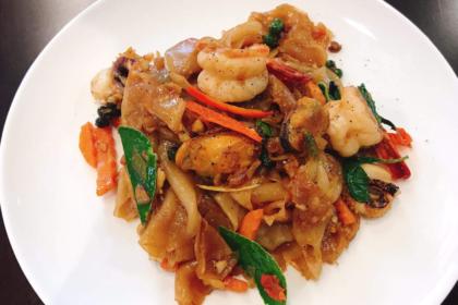 ผัดขี้เมา パッキーマオ 麺と野菜の辛い妙め物 Drunken Fried noodle with Seafood