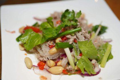 ยำวุ้นเส้นโบราณ|ヤムウンセン|タイの昔の春雨サラダ(藤肉と千海老とビーナツ入り)|Spicy Glass Noodle Salad