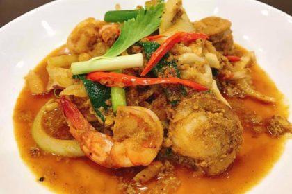 ทะเลผัดผงกระหรี่ タレーバッポンカリー シーフードのカレー妙め Thai fried seafood curry